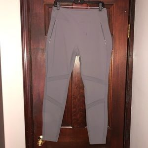 Gray skinny pants with multiple pockets
